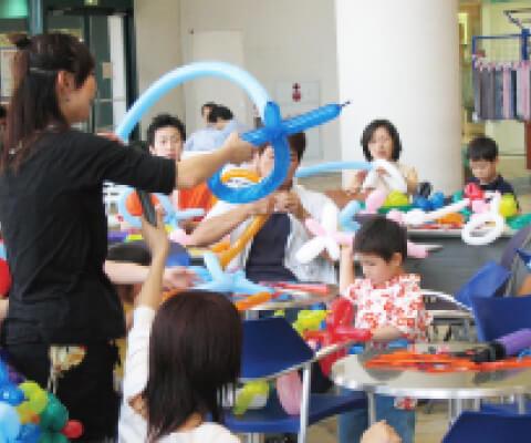 ショッピングセンターでの親子バルーンスクールの画像-1