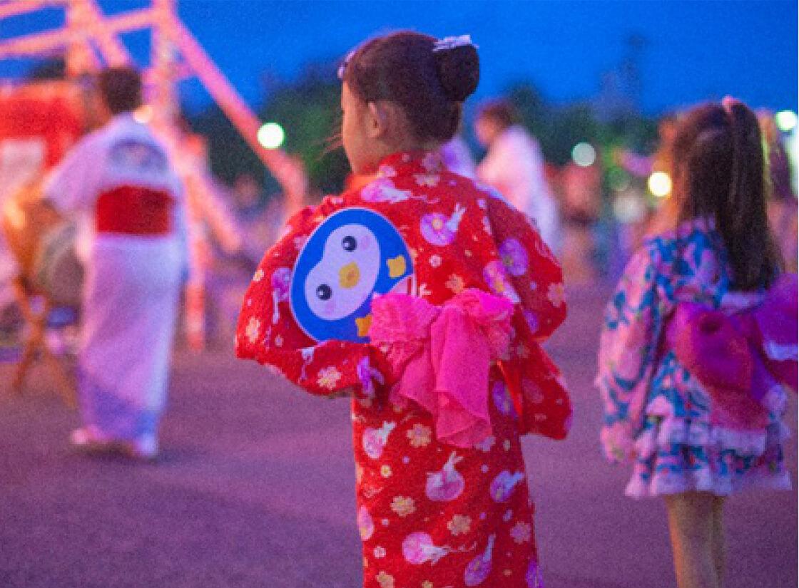 夏祭りは風船で涼しげな装飾を