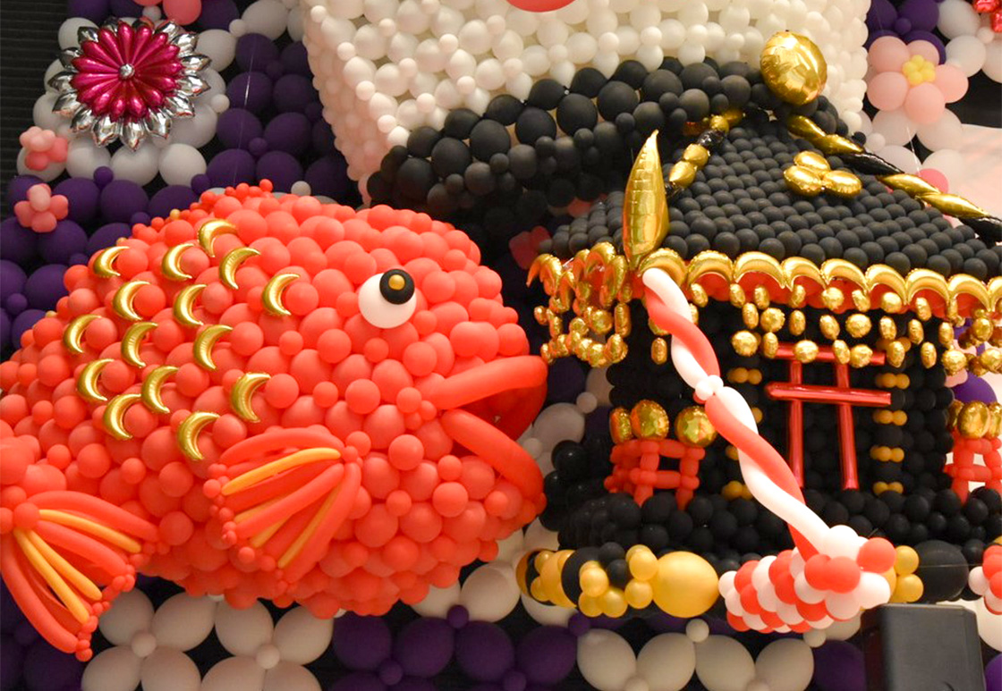 神輿や鯛でお祭り騒ぎ