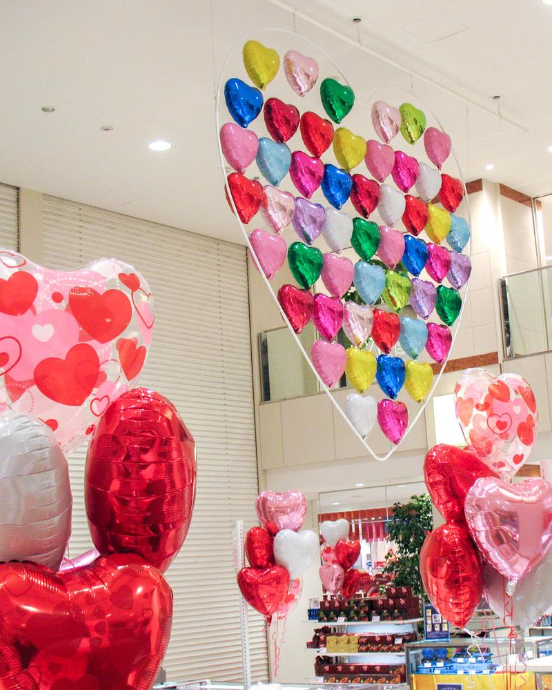 バレンタイン装飾-吹き抜け